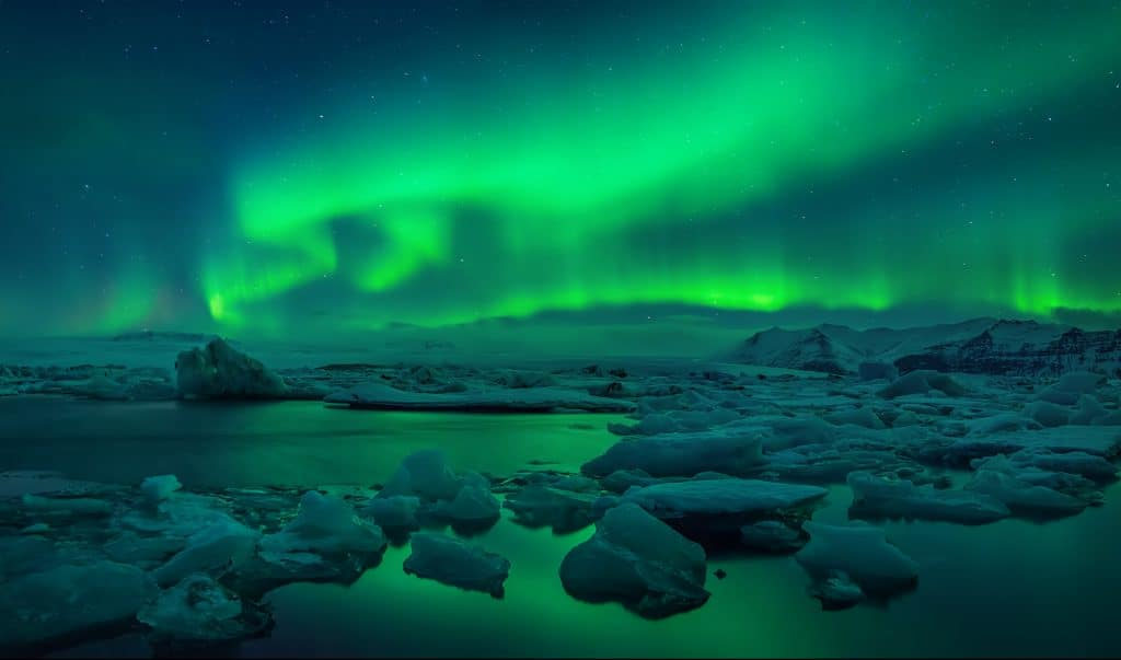 Northern-lights-Iceland-winter-holiday