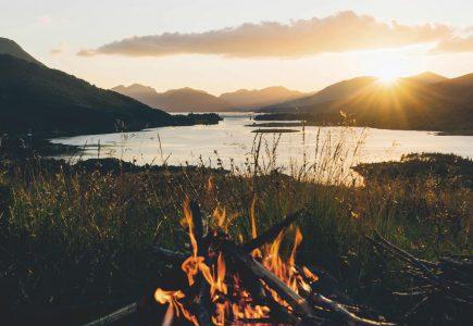 Scotland-Holiday-Lochside-campfire